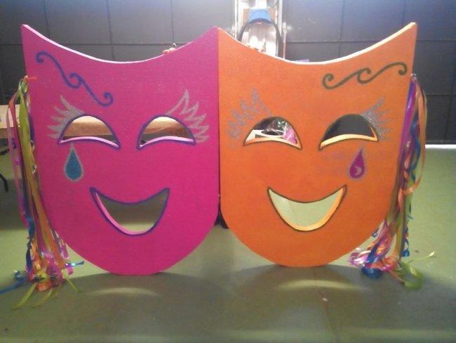 coloridas máscaras para ambientar el carnaval de Bergara